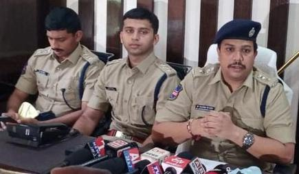Mulugu Superintendent of Police Sangramsingh Ganapatrao Patil addressing media on Monday.